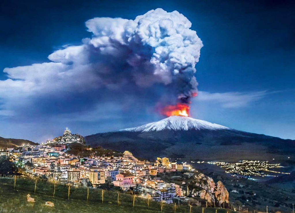 volcans en éruptions
